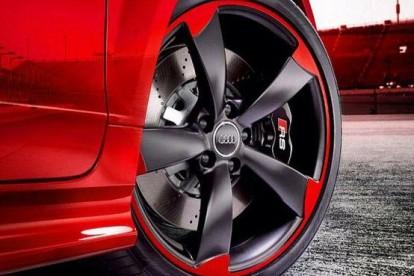 Roda esportiva Audi vermelha e preto