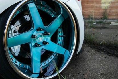 Roda esportiva azul