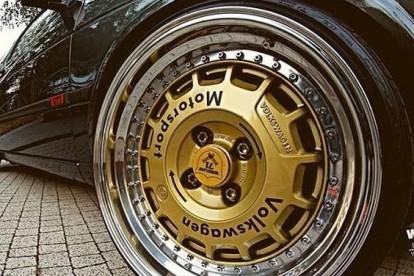 Roda esportiva dourada