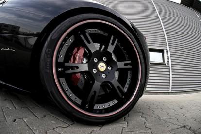 Roda esportiva Ferrari preta