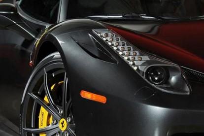 Roda esportiva Ferrari cinza
