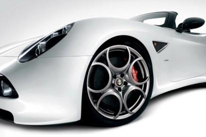 Roda esportiva Ferrari branca
