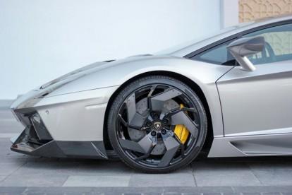 Roda esportiva Lamborghini prata