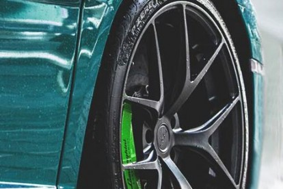 Roda esportiva Lamborghini teal