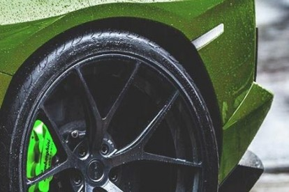 Roda esportiva Lamborghini verde