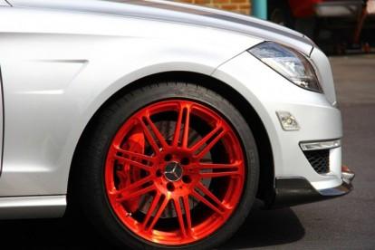 Roda esportiva Mercedez Benz vermelha