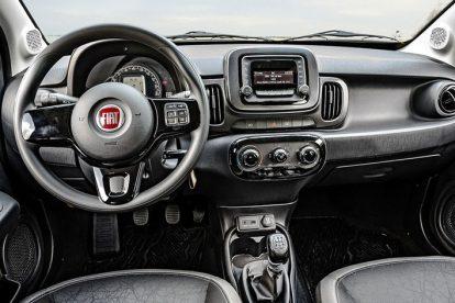 Fiat Mobi 2017 interior e painel