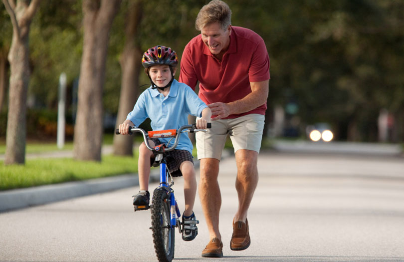 Como ensinar criança a andar de bicicleta? Confira as dicas!