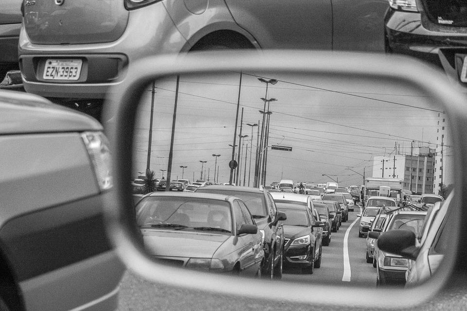 Como evitar pontos cegos ao dirigir