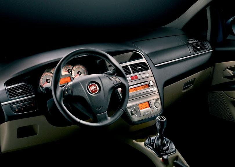 Fiat Línea 2017 - Interior e painel