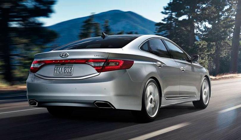 Hyundai-Azera-2017-traseira