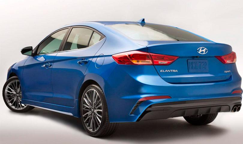 Hyundai Elantra 2017 traseira