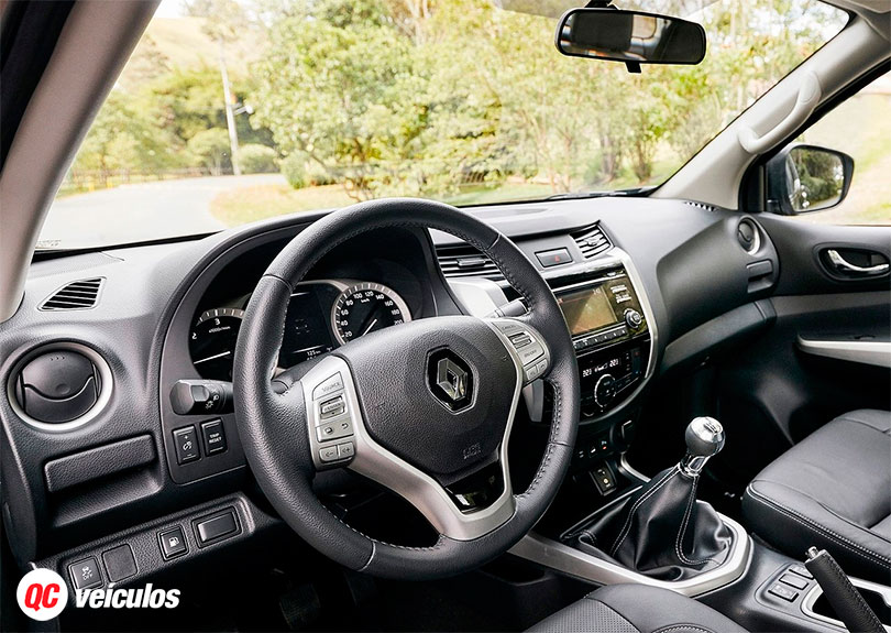 Renault Alaskan 2017 interior e painel