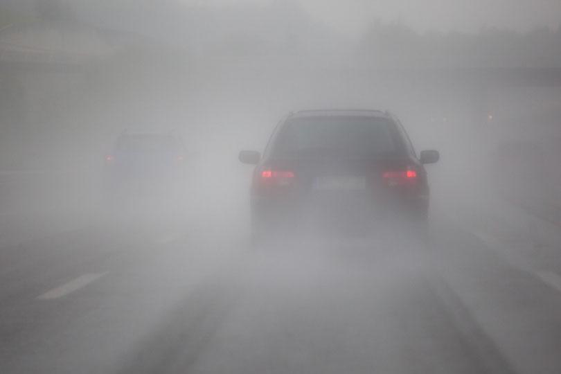 Dirigir na neblina