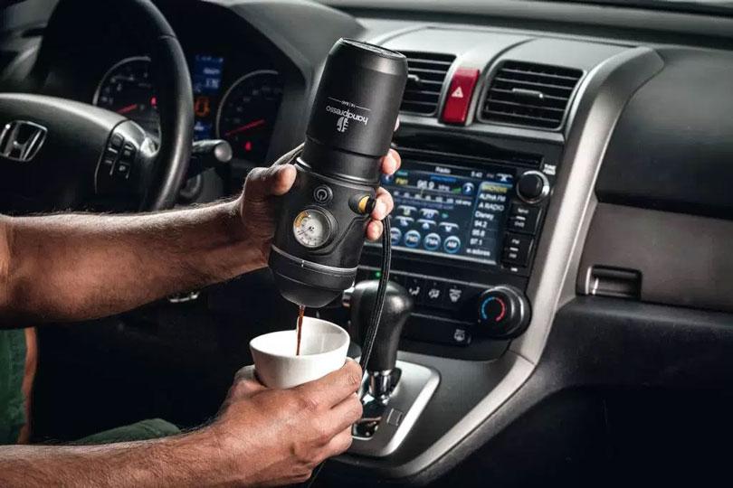 Cafeteira automotiva
