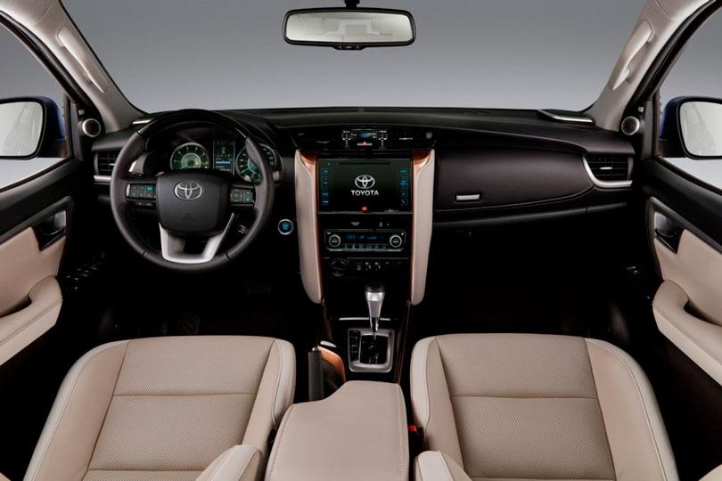 Toyota SW4 2019 interior