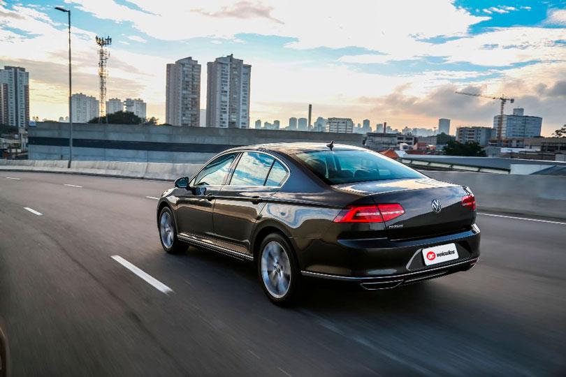 Volkswagen-Passat-2018-traseira