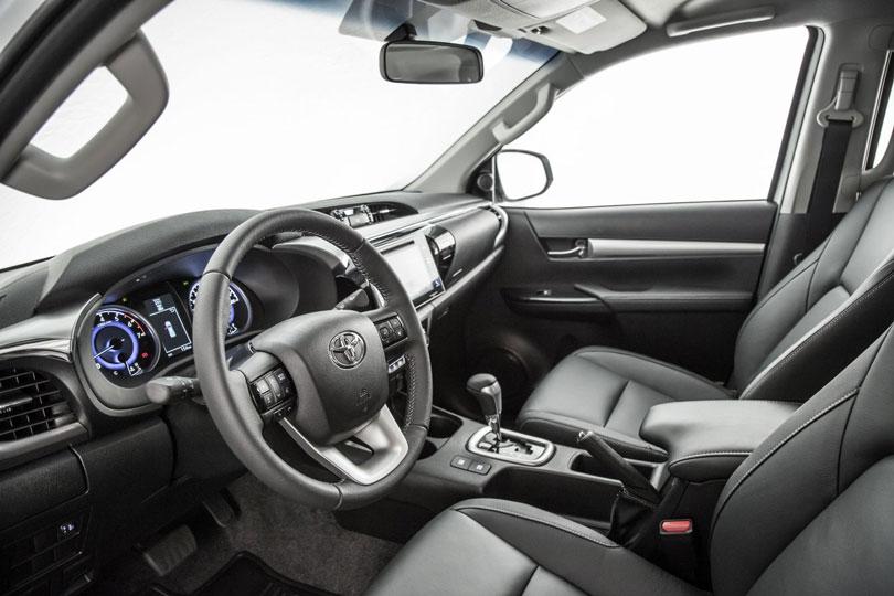 Toyota-Hilux-2019-interior