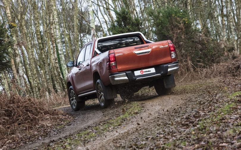 Toyota-Hilux-2019-traseira