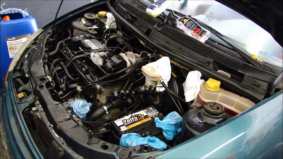 Lavagem técnica do motor do carro